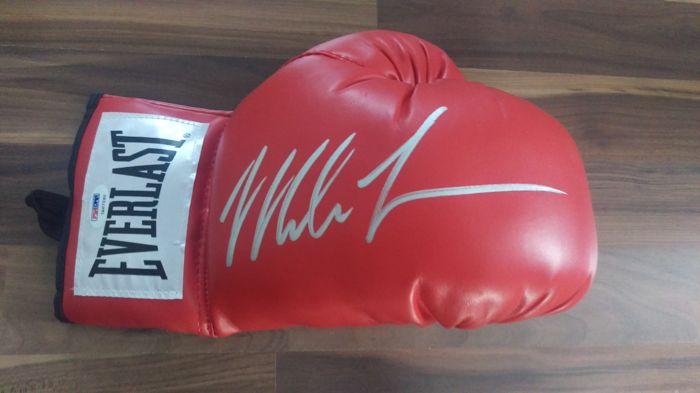original Mike Tyson signed Everlast boxing glove Autograph PSA/DNA