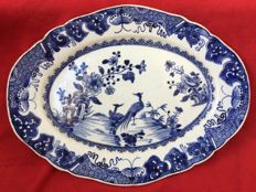 A blue and white platter decorated with birds and peonies - China - Qianlong period (1736-1795)