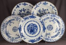 2 pairs of plates and a single plate with different floral decorations - China - 18th century
