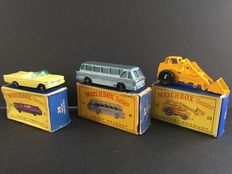 Lesney Matchbox - Misc. scales - Hydraulic Excavator No.24, Pontiac Convertible No.39 and Long Distance Coach No.40