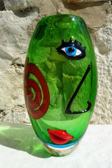 Unknown artist - superb vase (4.3 kg - 32 cm) - coloured glass - decoration on glass - in the style of the painter Pablo Picasso
