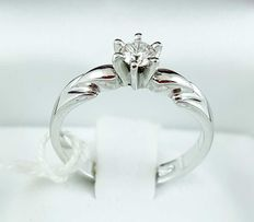 Solitaire ring in 18 kt white gold with 0.20 ct diamond – diameter: 17 mm