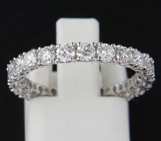 14k white gold full eternity ring set with 22 brilliant cut diamonds of in total approx. 2.00 carat