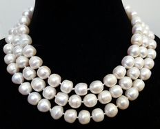 Long necklace composed of large freshwater cultured pearls - No reserve price.