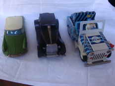 Bandai/Ichiko, Japan/China - Length 20 cm - lot with Citroën DS19, KLM Jeep and Limousine with friction / battery motor, 1960s/90s