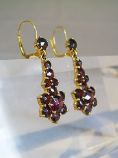 Large gold earrings with garnets in antique rose cut