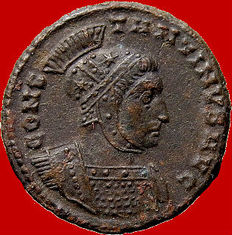 Roman Empire - Constantine I 'the Great' (306-337 A.D.) helmeted bronze follis (3,00 g. 19mm.). Lugdunum mint. 320 A.D. Two victories. Captives. Rare.