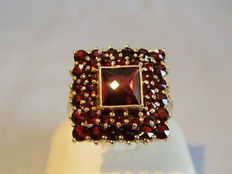 Victorian ring with antique rose-cut garnet