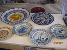 Collection of 6 collectable plates.
