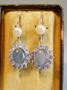 Silver earrings with opals and tanzanite entourage of 0.72 ct.