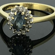 18 kt gold cocktail ring with natural diamonds and synthetic aquamarine of 0.50, no minimum price