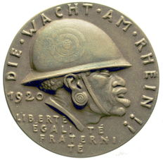 Weimar Republic – bronze cast iron medallion – 1920 by Karl Goetz on the occasion of the Rhine Guard
