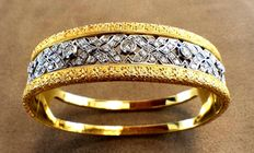 Bracelet in yellow gold with diamonds.