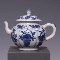 Beautiful, fine, blue white porcelain teapot, flower pots with flowers in panels - China - 18th century (Kangxi period).