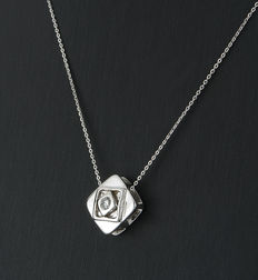 White gold choker and square pendant with brilliant-cut diamond