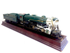 Frank MInt - Steam locomotive of the Southern Crescent Limited  presented on rails (H0 scale)