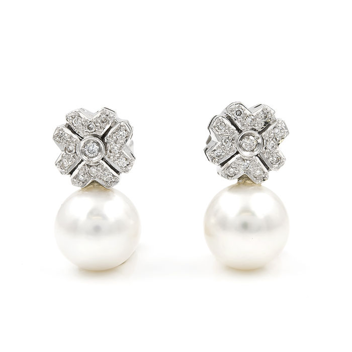 750/1000 (18 kt) white gold - Earrings with flower design with ...