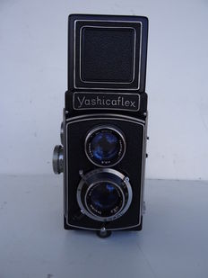 Dual-lens camera YASHICAFLEX – lens Yashimar 3.5/80mm – sold with its case