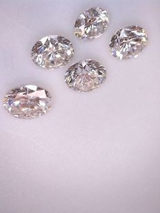 Lot with 5 x 0.12 ct brilliant cut diamonds, 0.62 ct in total, G (clear white) VS (high clarity).