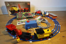 Trains 12V / 4,5V - 5 sets o.a. 724 + 123 - Diesel Locomotive with Crane and Tipper Wagon + Passenger Coach