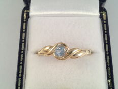 Yellow gold ring with aquamarine
