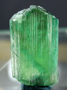 Bright Green Lustrous and Transparent Kunzite Hiddenite Crystal - 61 x 32 x 12 mm - 50 Gram