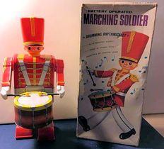 "Alps, Japan - height 30 cm - Tin / plastic ""Marching Soldier"" with battery engine, 60s"