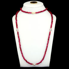 14 kt yellow gold necklace with rubies and cultured pearls – Length: 80 cm