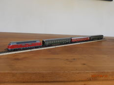 Märklin H0 - 3021/4024/-22 - Diesel loc V200 with 3 carriages of DB