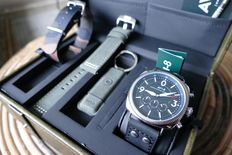AVI-8 Lancaster Bomber Chronograph Pilotwatch Giftset with 3 straps and USB stick, 45 mm