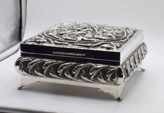 Perfectly designed sterling silver jewellery box, international hallmarked 925