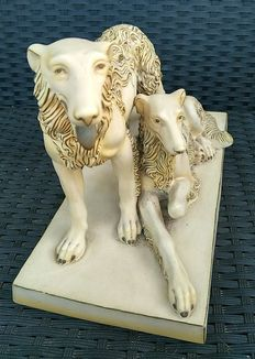 Beautiful statuette of two dogs with fantastic details