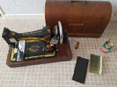 Singer 28K sewing machine including wooden hood and key, 1934