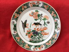 A famille verte plate decorated with kingfishers - China - Kangxi period (1662-1722)