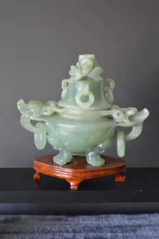 Antique Incense-Burner in Jade with Sculptures of Dragons - China - Circa 1970.