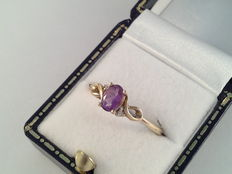 Yellow gold ring with amethyst and diamond