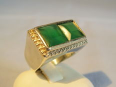 Ring with two carre cut green agate stones, approx. 8 ct in total
