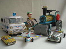 China/CSSR/Japan - Several dimensions - lot with 6 pieces of tin toys with friction / clockwork motor, 1960s - 90s
