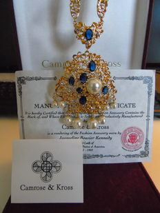 Jacqueline Bouvier Kennedy gold-plated - simulated sapphires & diamonds - pearl nekclace with extra large pendant by Camrose & Kross