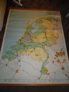 Second wall map of The Netherlands (1968) with three theme maps: Threatened water country, conquered water land and water circulation
