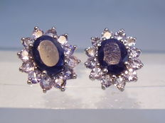 Sapphire stud earrings with tanzanite entourage - 4.26 ct