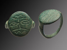 Early medieval Germanic bronze signet ring with face of Wodan - 18 mm