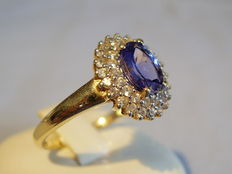 Gold ring with tanzanite 1ct and two-part white sapphire entourage 0.66ct.