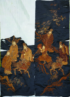 Collection of two embroideries on Chinese silk - China - 19th Century