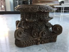 A capital, wood sculpture - India - 19th century