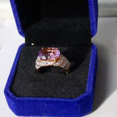 Beautiful vintage ring with a large oval cut Amethyst approx. 3.5Ct. in excellent condition.