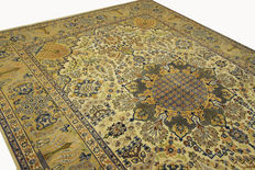 Fine Persian carpet Isfahan 3.90 x 2.85 beige, hand woven in Iran, high quality new wool, Oriental carpet, GREAT CONDITION