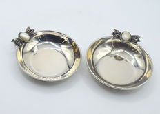 Pair of silver dishes, international hallmarked 925