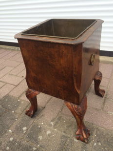 Walnut antique planter in Louise XV style