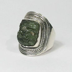 Ring with Moldavite - Moldavite dimensions: 13.5 x 10.9 mm